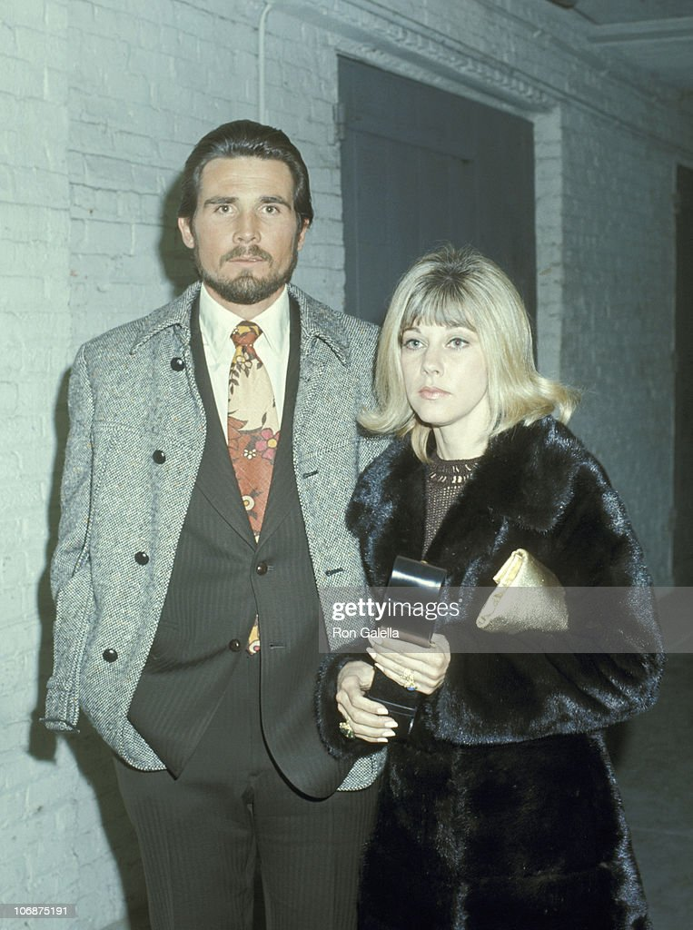 James Brolin and Jane Cameron Agee at The Copacabana in New York City - March 1, 1971 : Fotografía de noticias