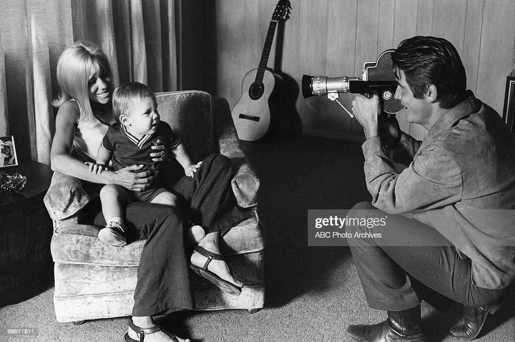 JANE CAMERON AGEE;JOSH BROLIN;JAMES BROLIN : News Photo