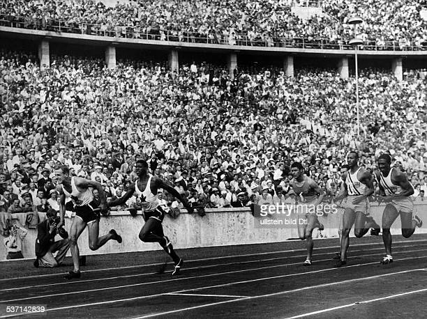 James Cleveland OWENS American athlete 1936 Summer Olympics in Berlin athletics 4x100 meters relay final Olympic champions Jesse Owens and Ralph...