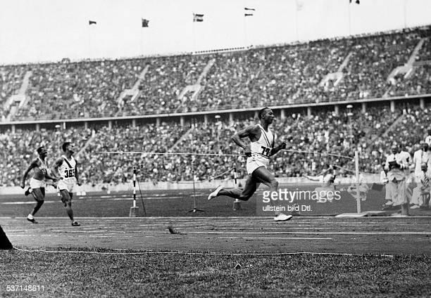 James Cleveland OWENS American athlete 1936 Summer Olympics in Berlin athletics 100 meters sprint 1st heat Owens wins August 3 1936