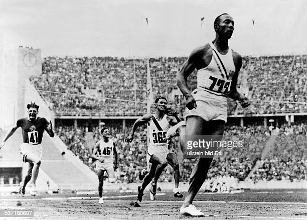 James Cleveland OWENS American athlete 1936 Summer Olympics in Berlin athletics 100 meters sprint 1st heat Owens wins August 3 1936