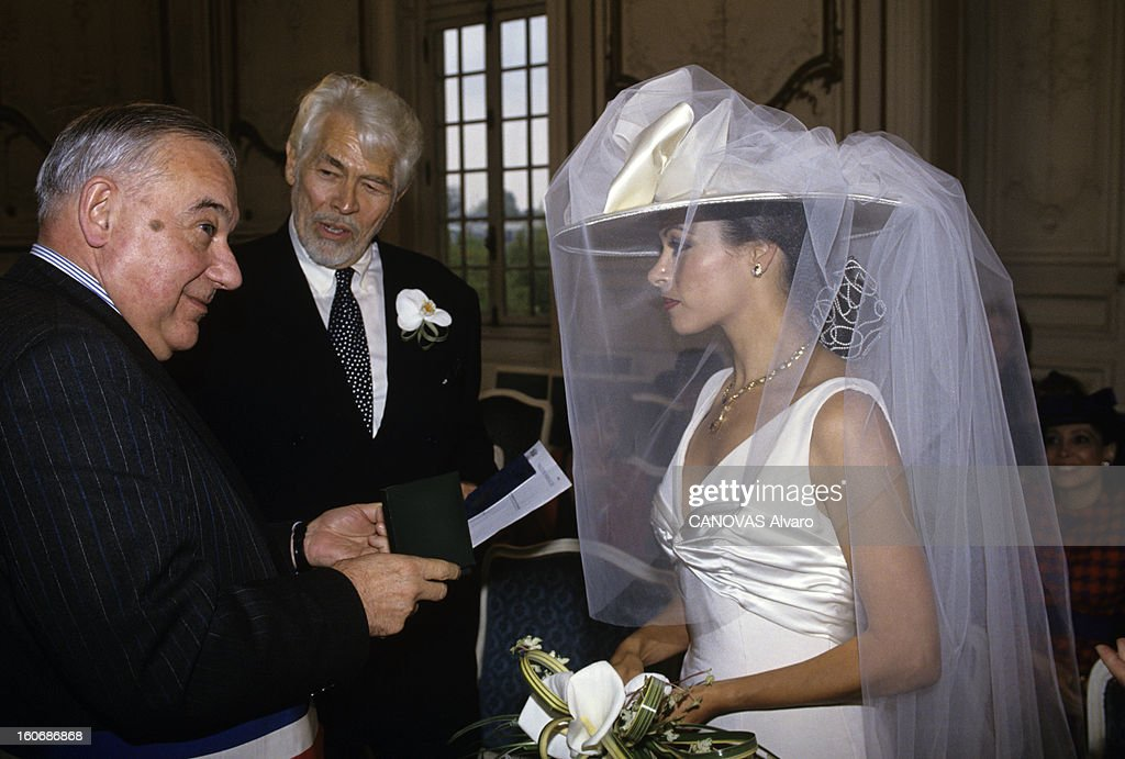 James Coburn And Paula Murad Wedding At The City Of Versailles : Photo d'actualité