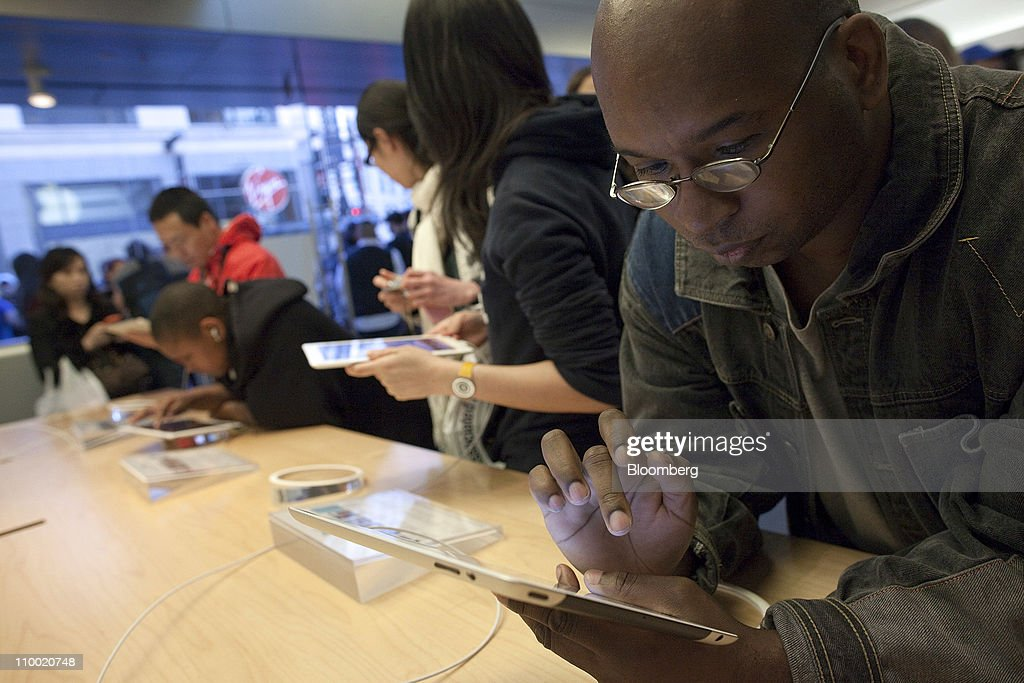 James Coker looks over Apple Inc.'s iPad 2 at the Apple store in San Francisco, U.S., on Friday, March 11, 2011. Apple may sell 600,000 of the second version of the iPad when it debuts this weekend, extending the device's lead in a crowding market. Photographer: David Paul Morris/Bloomberg via Getty Images