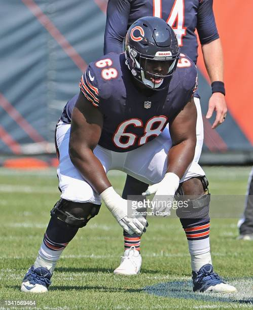 James Daniels of the Chicago Bears awaits the snap against the Cincinnati Bengals at Soldier Field on September 19, 2021 in Chicago, Illinois. The...