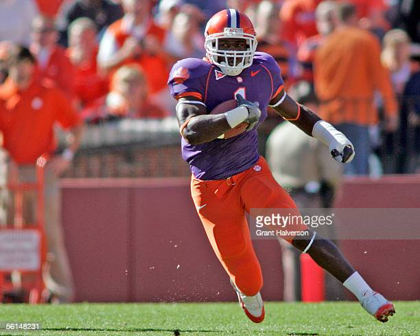 James Davis of the Clemson Tigers runs against the Florida State Seminoles during an Atlantic Coast Conference game on November 12 2005 at Clemson...