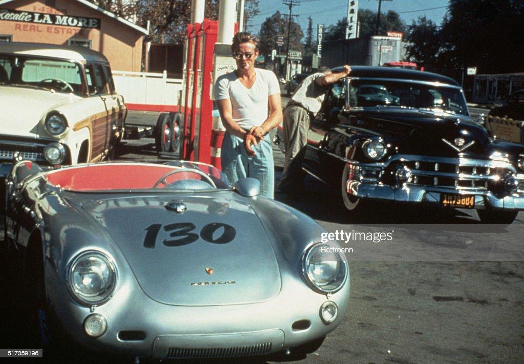 James Dean with Silver Porsche : News Photo