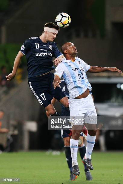 James Donachie of the Victory heads the ball over Gleidionor Figueiredo Pinto of Ulsan Hyundai during the AFC Asian Champions Leagu between the...
