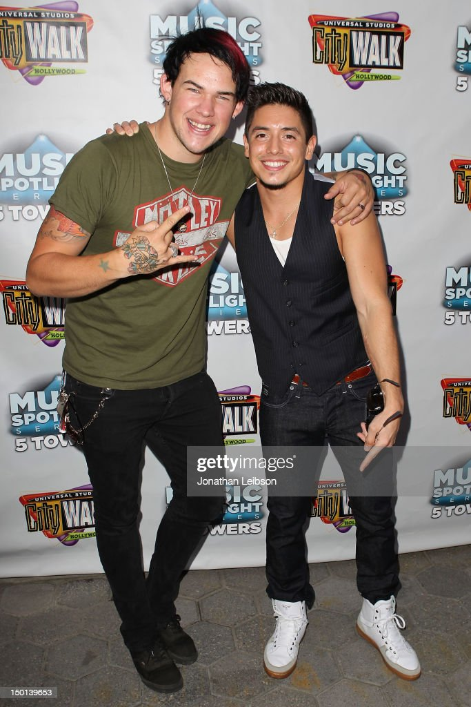 """American Idol"" Top Finalists James Durbin and Stefano Langone Perform At Universal CityWalk's Free ""Music Spotlight Series"""