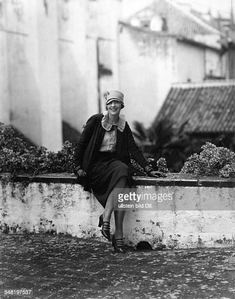 James E Abbe *17071883 Photographer USA portrait of his wife 1927 Photographer James E Abbe Published by 'Die Dame' 15/1927 Vintage property of...