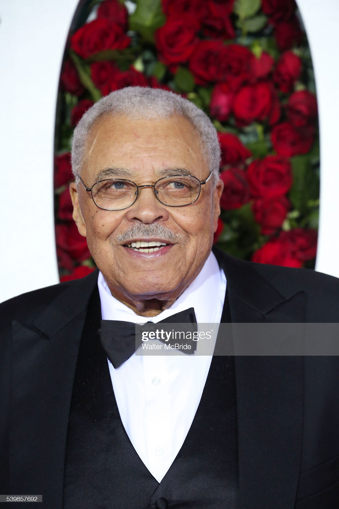 COLOR DE OJOS (clasificación y debate de personas famosas) - Página 11 James-earl-jones-attends-the-70th-annual-tony-awards-at-the-beacon-picture-id539857692?s=2048x2048