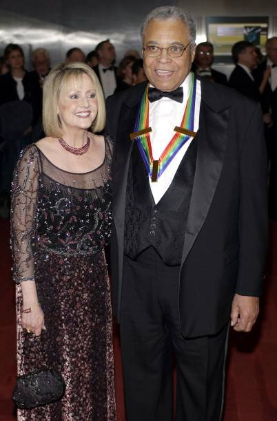 James Earle Jones Ans Wife Celia During Kennedy Center Honors 2002 At In Washington