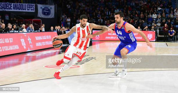 James Feldeine #14 of Crvena Zvezda mts Belgrade competes with Krunoslav Simon #44 of Anadolu Efes Istanbul during the 2017/2018 Turkish Airlines...