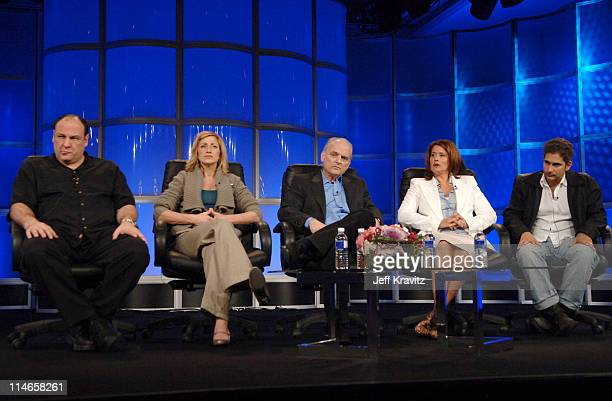 James Gandolfini Edie Falco David Chase Lorraine Bracco and Michael Imperioli