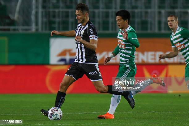 James Holland of LASK and Koya Kitagawa of Rapid during the tipico Bundesliga match between SK Rapid Wien and LASK at Allianz Stadion on October 4...