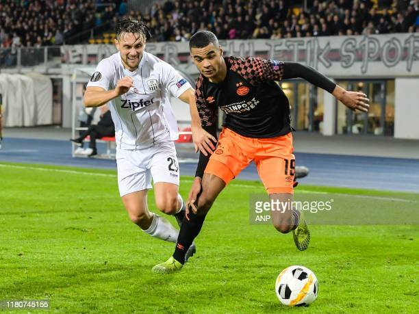 James Holland of Lask Linz, Cody Gapko of PSV during the UEFA Europa League group D match between LASK and PSV Eindhoven at the Linzer Stadium on...