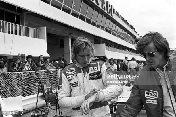 James Hunt, Alastair Caldwell, Grand Prix of France, Paul Ricard, 02 July 1978. James hunt with Alastair Caldwell, McLaren technical director.
