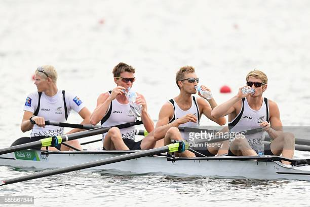 James Hunter Alistair Bond Peter Taylor and James Lassche of New Zealand have a drink during training at Lagoa Rodrigo de Freitas on August 3 2016 in...