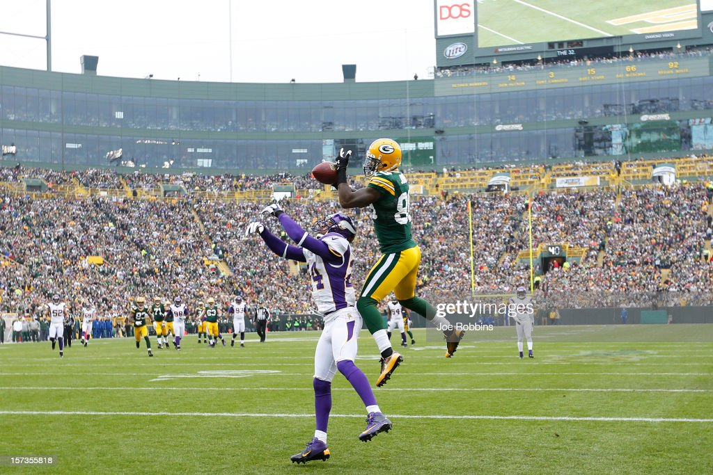 James Jones #89 of the Green Bay Packers makes a 32-yard touchdown reception against A.J. Jefferson #24 of the Minnesota Vikings during the first half of the game at Lambeau Field on December 2, 2012 in Green Bay, Wisconsin.