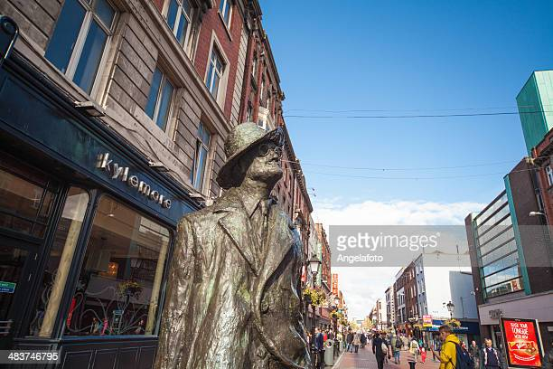 james joyce statue in dublin - james joyce stock pictures, royalty-free photos & images