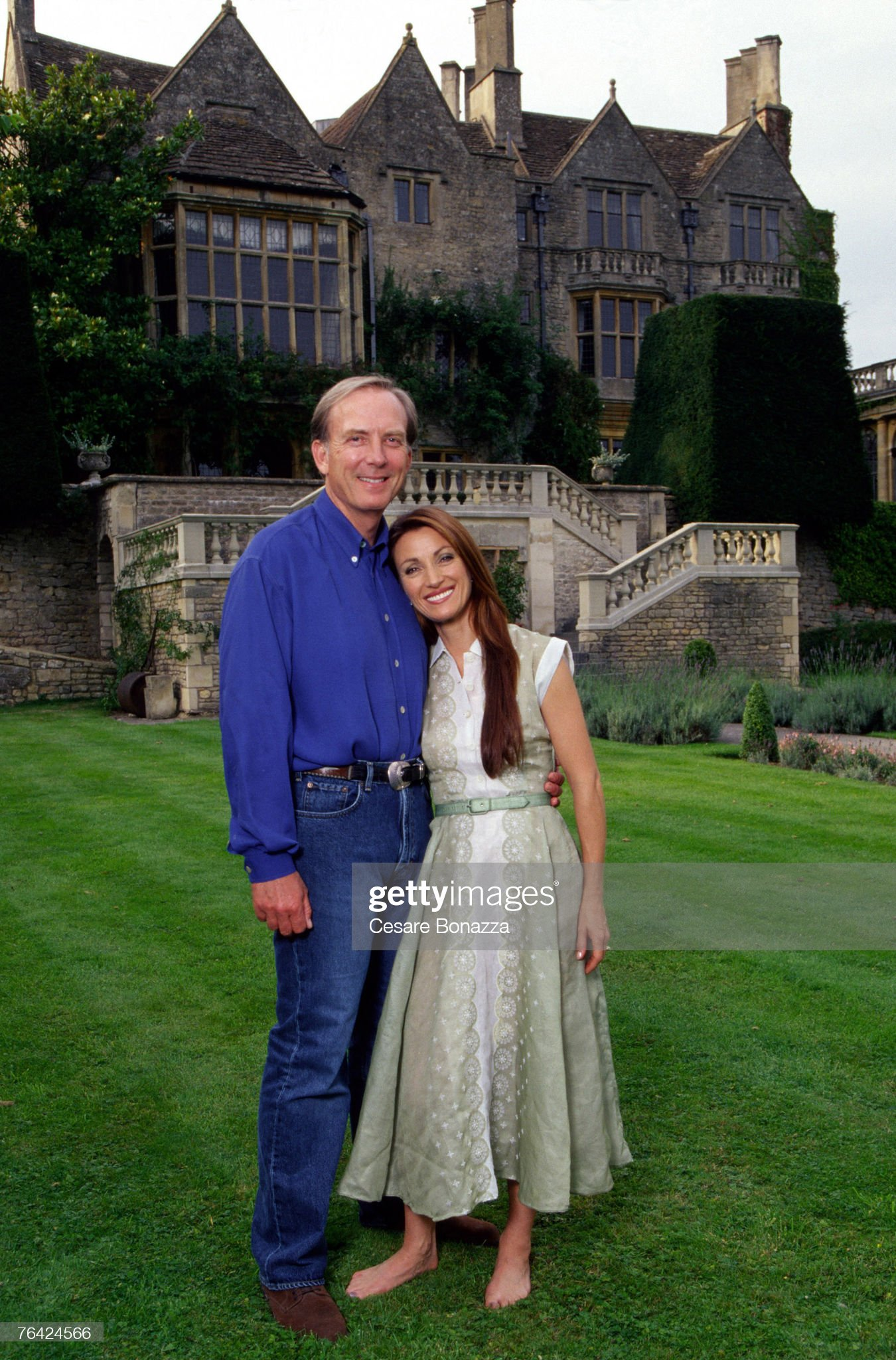 https://media.gettyimages.com/photos/james-keach-and-jane-seymour-jane-seymour-photo-shoot-in-bath-england-picture-id76424566?s=2048x2048