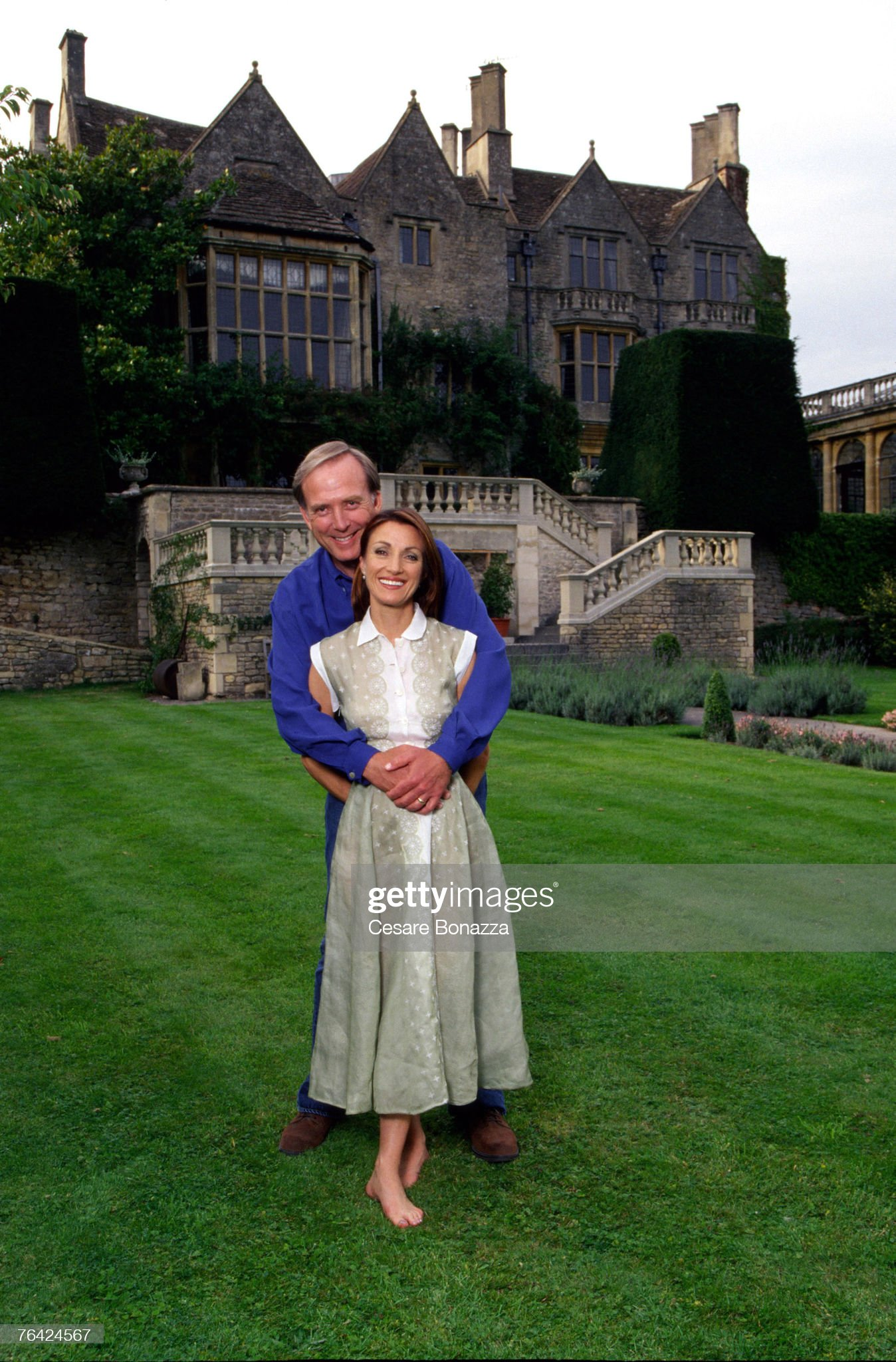 https://media.gettyimages.com/photos/james-keach-and-jane-seymour-jane-seymour-photo-shoot-in-bath-england-picture-id76424567?s=2048x2048