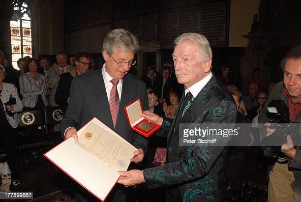 James Last Bürgermeister Jens Böhrnsen Verleihung zum 80 Geburtstag der Medaille für Kunst und Wissenschaft der Freien Hansestadt Bremen Rathaus...