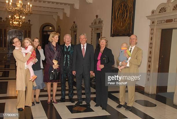 James Last Ehefrau Christine Silke Last mit Tochter Clara Kindermädchen Schwiegermutter Charlotte Grundler Sohn Ronald Last mit Sohn Luis...
