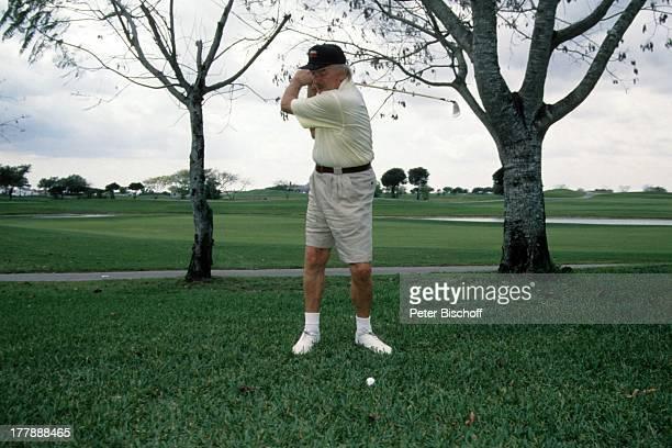 James Last Homestory Fort Lauderdale Florida USA Nordamerika Amerika draußen GolfSchläger abschlagen Sport Golfer Orchesterchef Komponist NB/DR