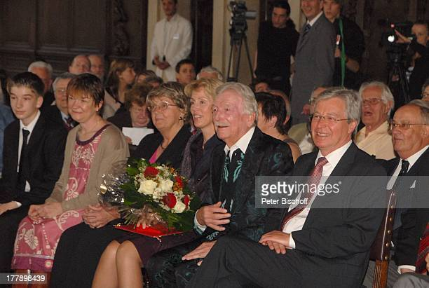 James Last mit Ehefrau Christine links daneben Schwiegermutter Charlotte Grundler sowie Catherina Last mit Sohn Jeremey Bürgermeister Jens Böhrnsen...