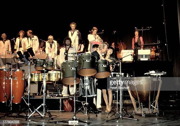 James Last thailändischer Fan dahinter Musiker der 'James Las Band' 1 Konzert der OstAsienTournee und nachträgliche Silberhochzeitsreise Bangkok...