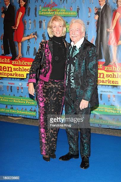 """James Last Und Ehefrau Christine Bei Der Premiere Von """"Warum Männer Nicht Zuhören Und Frauen Schlecht Einparken Können"""" Im Cinemaxx In Berlin ."""