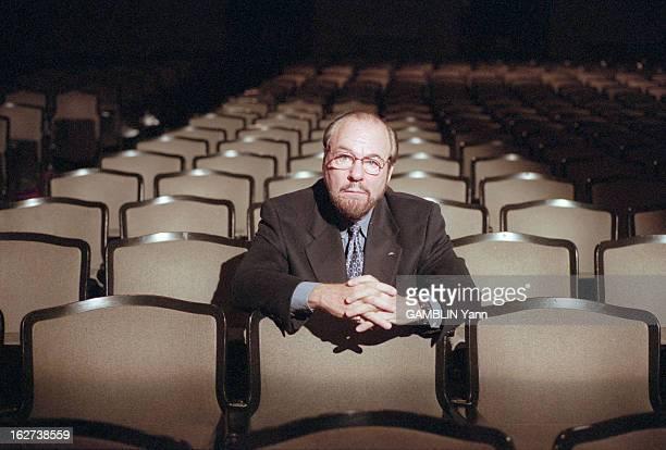 James Lipton, Director Of The Actors Studio, USA, 4th December 2000. Aux Etats-Unis, portrait de James LIPTON, écrivain et directeur de l'ACTORS...