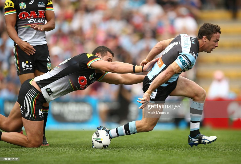 NRL Rd 7 - Panthers v Sharks : News Photo