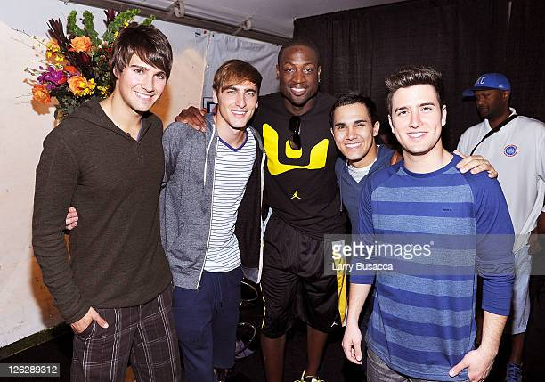 James Maslow Kendall Schmidt Logan Henderson and Carlos Pena of Big Time Rush pose with NBA Player LeBron James as Nickelodeon celebrates the largest...