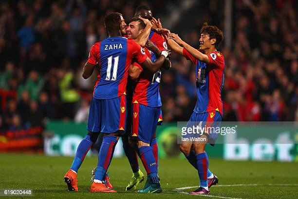 James McArthur of Crystal Palace celebrates scoring his team's first goal with his team mates during the Premier League match between Crystal Palace...