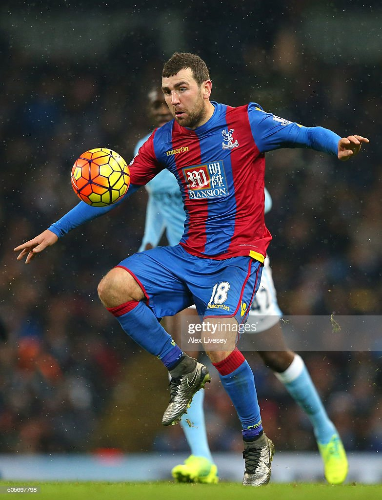 James McArthur of Crystal Palace controls the ball during the Barclays Premier League match between Manchester City and Crystal Palace at the Etihad Stadium on January 1, 2016 in Manchester, England.