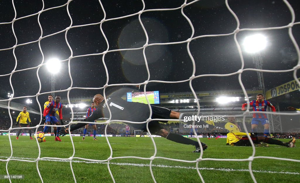 James McArthur of Crystal Palace scores his sides second goal during the Premier League match between Crystal Palace and Watford at Selhurst Park on December 12, 2017 in London, England.