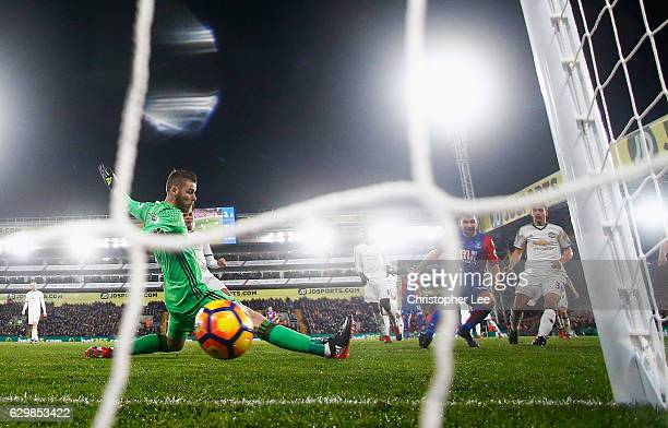 James McArthur of Crystal Palace scores his team's first goal past David De Gea of Manchester United during the Premier League match between Crystal...
