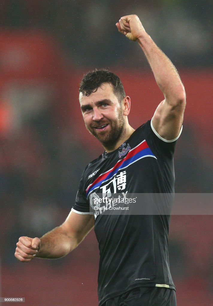 James McArthur of Crystal Palace shows appreciation to the fans after the Premier League match between Southampton and Crystal Palace at St Mary's Stadium on January 2, 2018 in Southampton, England.