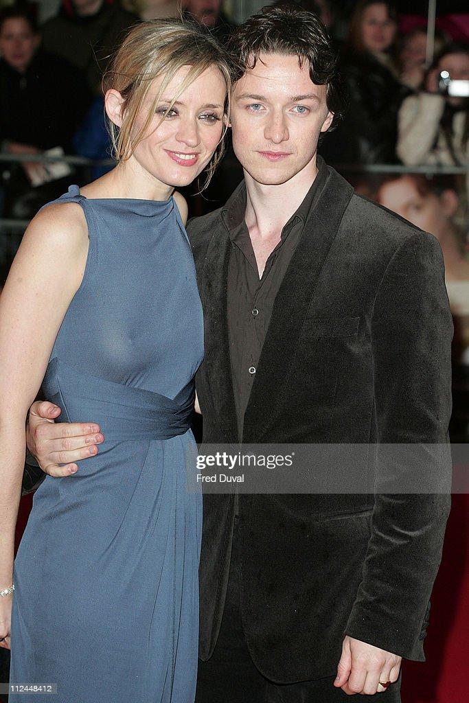 """""""Becoming Jane"""" London Premiere - Arrivals : Nachrichtenfoto"""