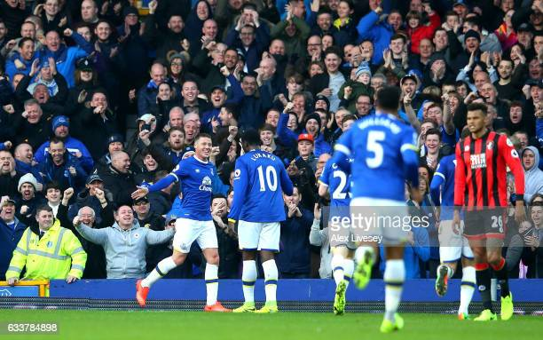 James McCarthy of Everton celebrates scoring his team's second goal with his team mate Romelu Lukaku during the Premier League match between Everton...