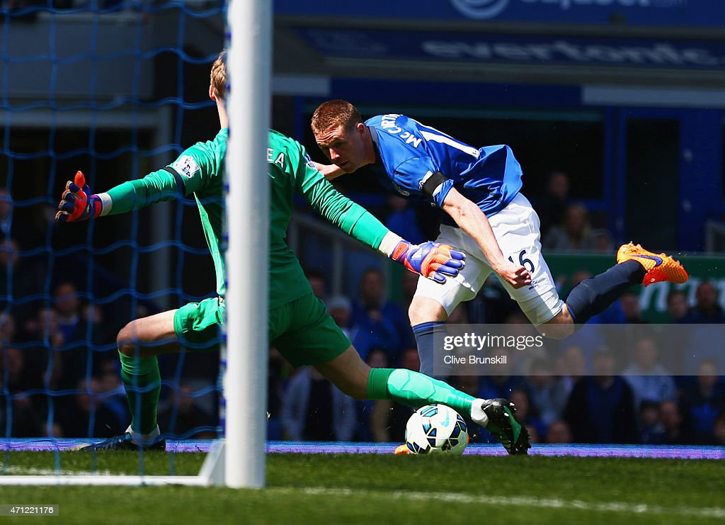 James McCarthy of Everton (16) shoots past goalkeeper David De Gea of Manchester United to score their first goal during the Barclays Premier League match between Everton and Manchester United at Goodison Park on April 26, 2015 in Liverpool, England.
