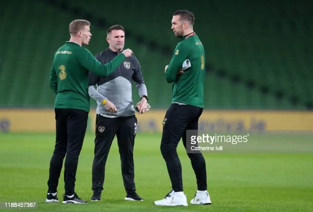 James McClean of Republic of Ireland speaks with Assistant Manager of Republic of Ireland Robbie Keane and Shane Duffy of Republic of Ireland as they...