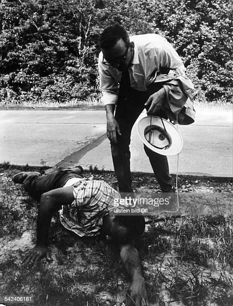 James MeredithBürgerrechtler USAwurde auf seinem Marsch gegen die Furcht von einem Rassenfanatiker angeschossen Juni 1966