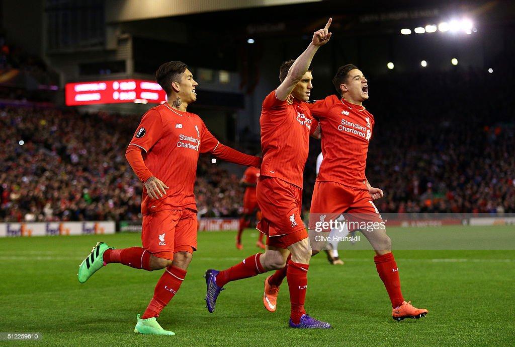 Liverpool v FC Augsburg - UEFA Europa League Round of 32: Second Leg : Nachrichtenfoto