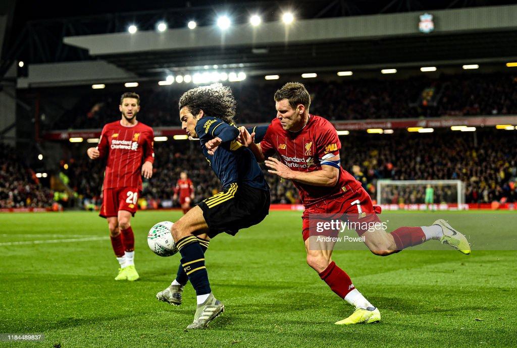 Liverpool FC v Arsenal FC - Carabao Cup Round of 16 : Fotografía de noticias