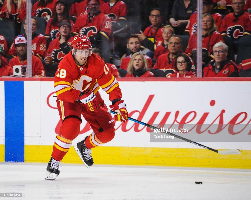 Colorado Avalanche v Calgary Flames - Game Two : News Photo