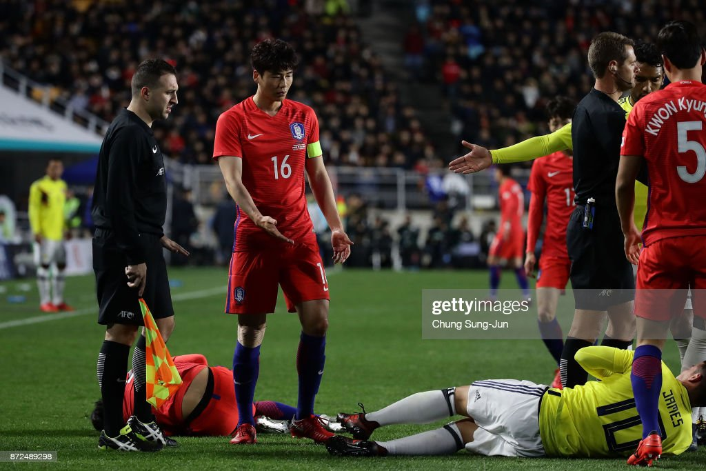 James Rodriguez of Colombia injured during the international friendly match between South Korea and Colombia at Suwon World Cup Stadium on November 10, 2017 in Suwon, South Korea.