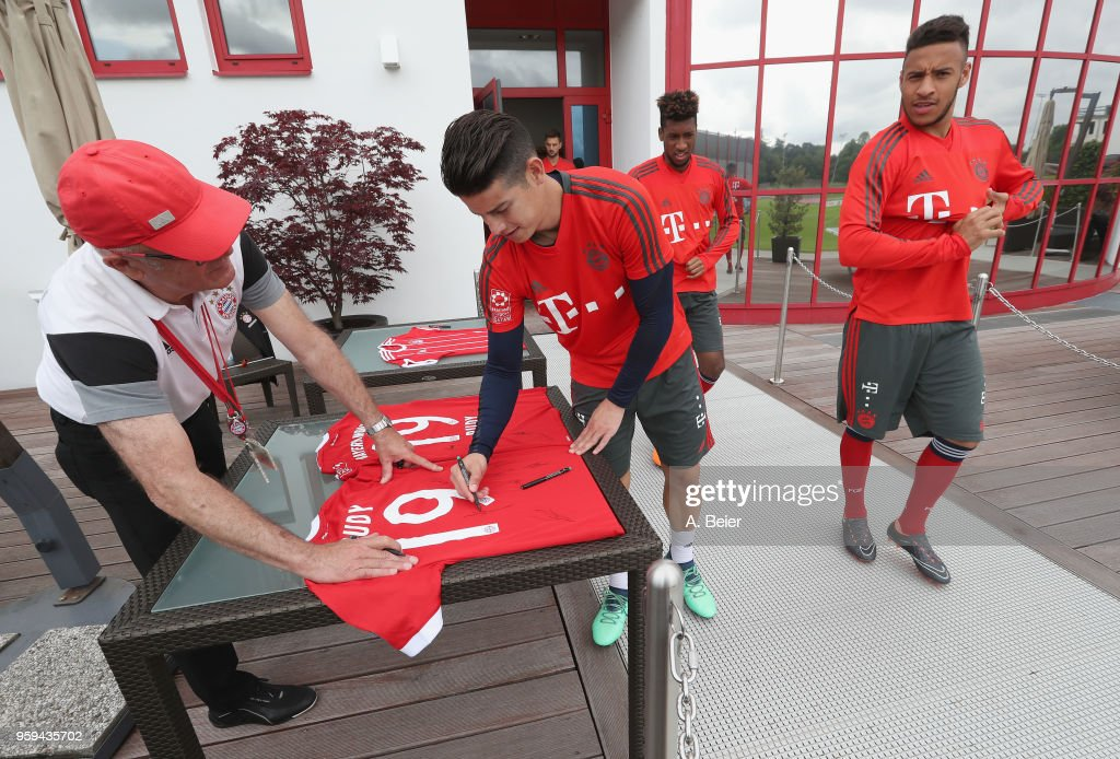 James Rodriguez (2ndL) of FC Bayern Muenchen signs a jersey before a training session at the club's Saebener Strasse training ground on May 17, 2018 in Munich, Germany.