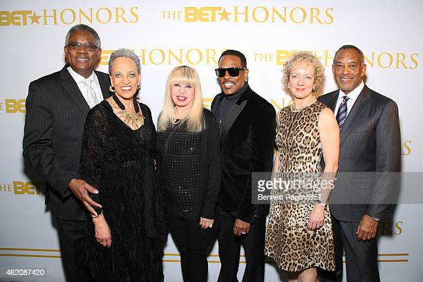 James Stanton Johnnetta B Cole Mahin Wilson Charlie Wilson Sandi Thompson and John W Thompson attend the Debra Lee Honoree Dinner on January 23 2015...